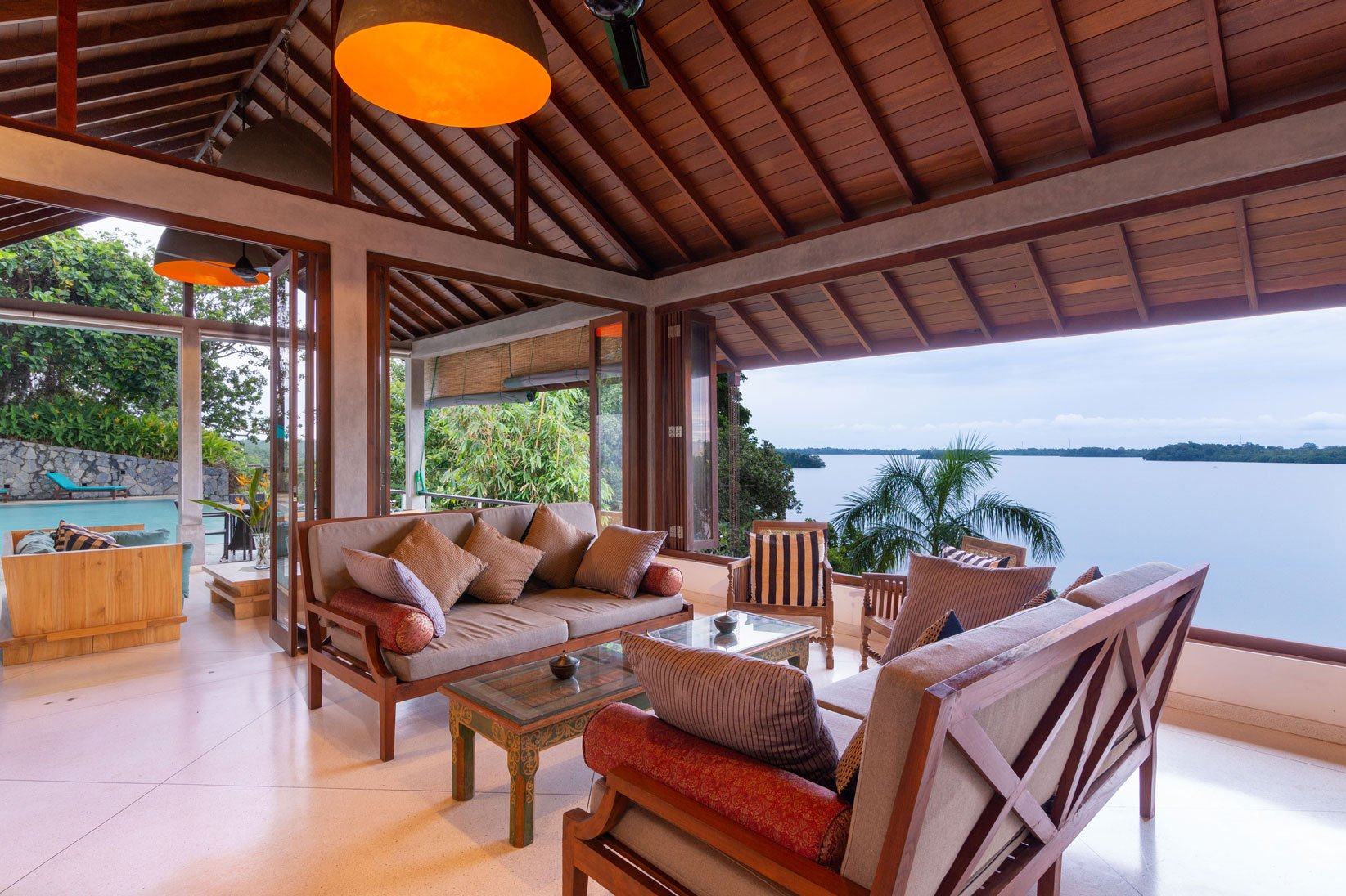 Pool Sea Heart villa in koggala