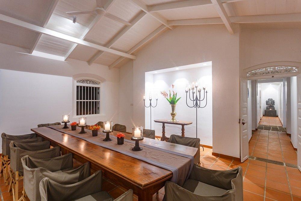 Victoria villa dining room