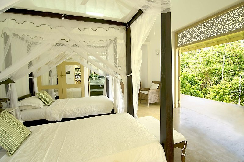 Large Twin bedroom