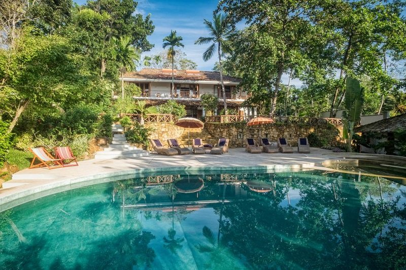 House and pool Luxury family villa dikwella sri lanka