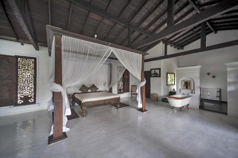Master suite bedroom Lake villa Koggala