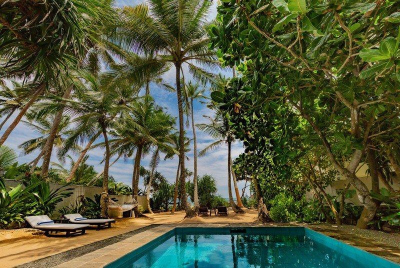 Pool and beach Taru villa 906