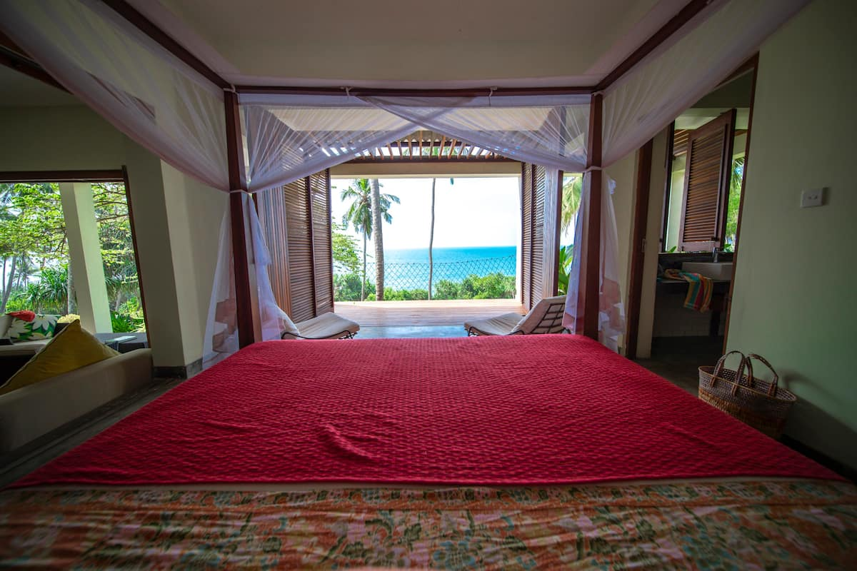 Double ensuite bedrooms Stow house Tangalle